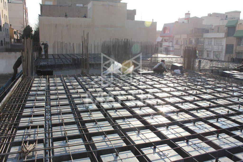 نمونهای از آرماتوربندی سقف اجرا شده با سیستم وافل کاهش هزینههای قالببندی و آرماتوربندی