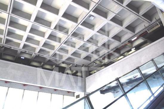 اجرای سقف تخت و بدون تیر میانی با استفاده از سیستم سقف وافل امکان حذف تیرهای میانی و دستیابی به سقف تخت بدون آویز