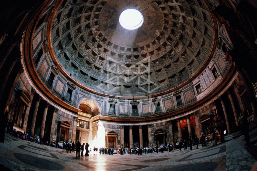 سقف معبد پانتئون در رم (ایتالیا)